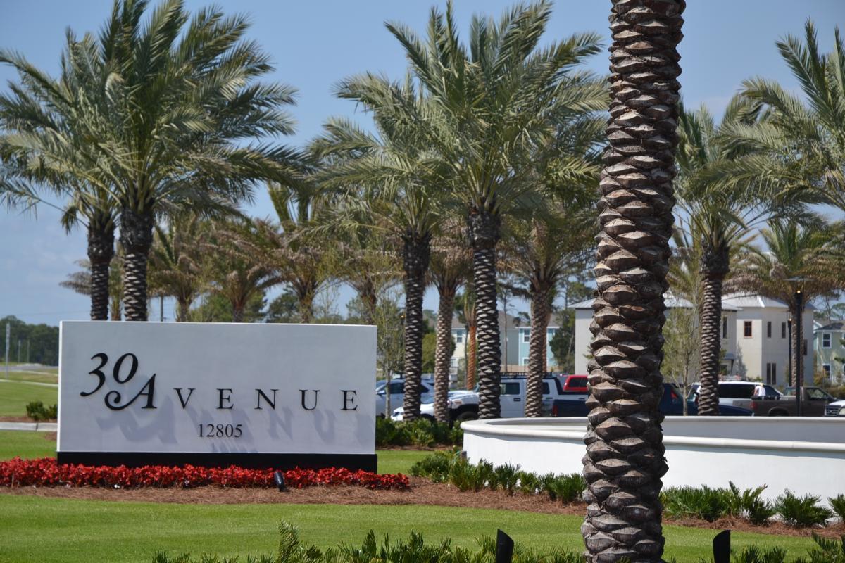 30 avenue outside